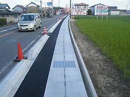 写真:菰野東員線県単道路交通安全対策工事